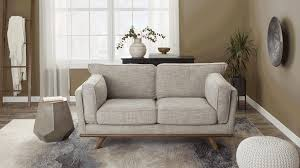 The most effective method to Arrange Pillows on a Couch