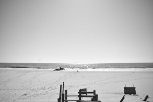 A black and white picture of the beach you will enjoy during your life in Long island.